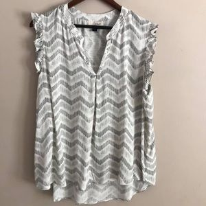 Like New Universal Thread B/W Ruffle Sleeve Top